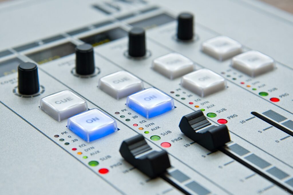 radio, the console, mixer-1475055.jpg